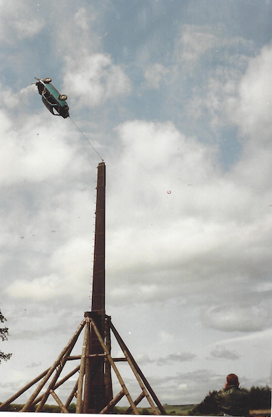 Trebuchet_car_flying